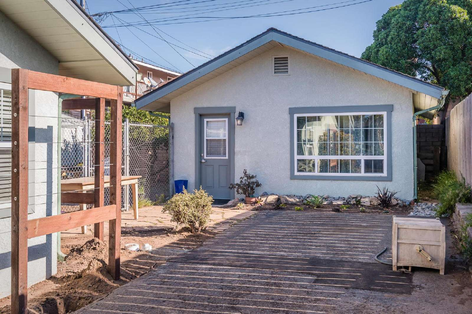 2076 Seaview Ave - property