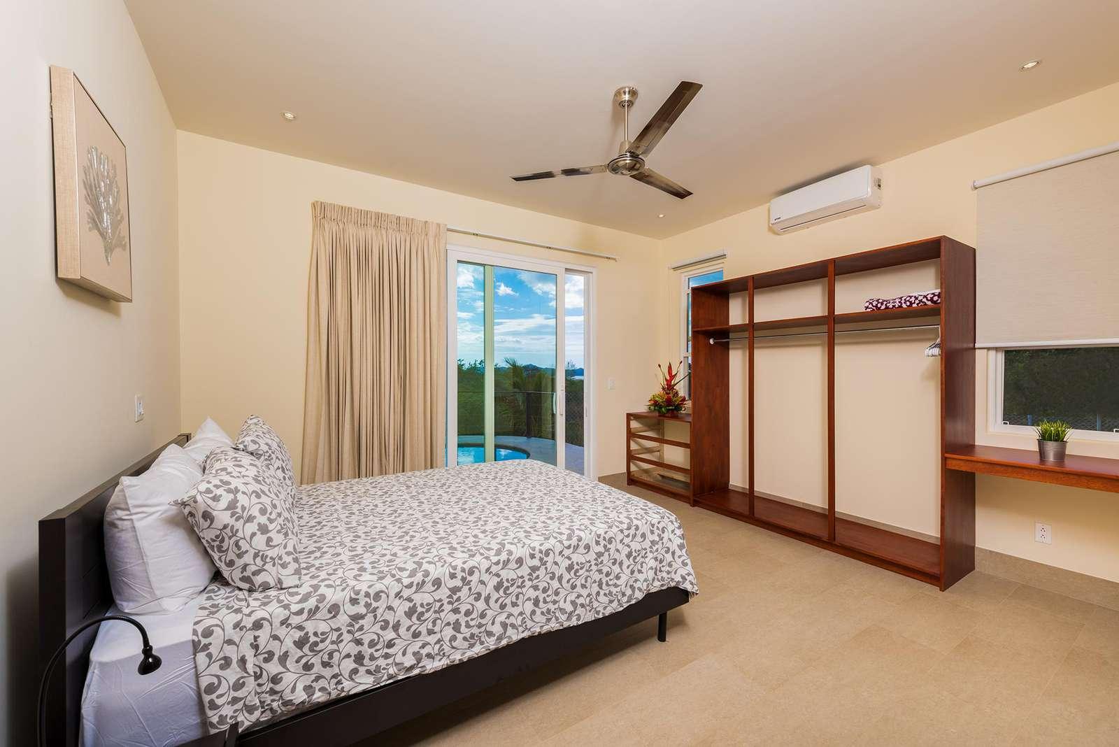 Guest bedroom, queen bed