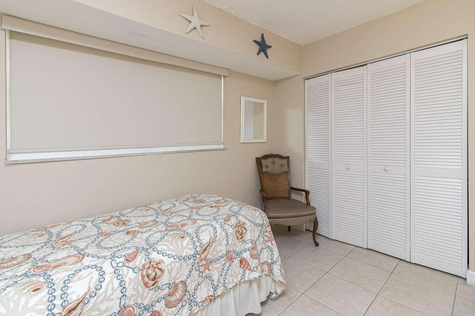 Guest Bedroom:Twin Bed