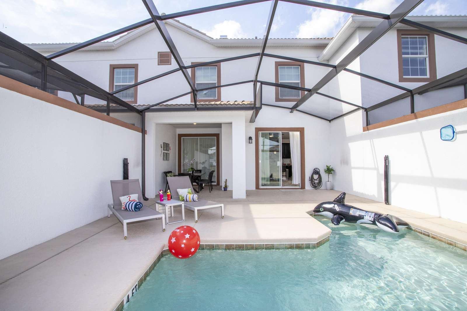 Pool can be heater (see description) - property