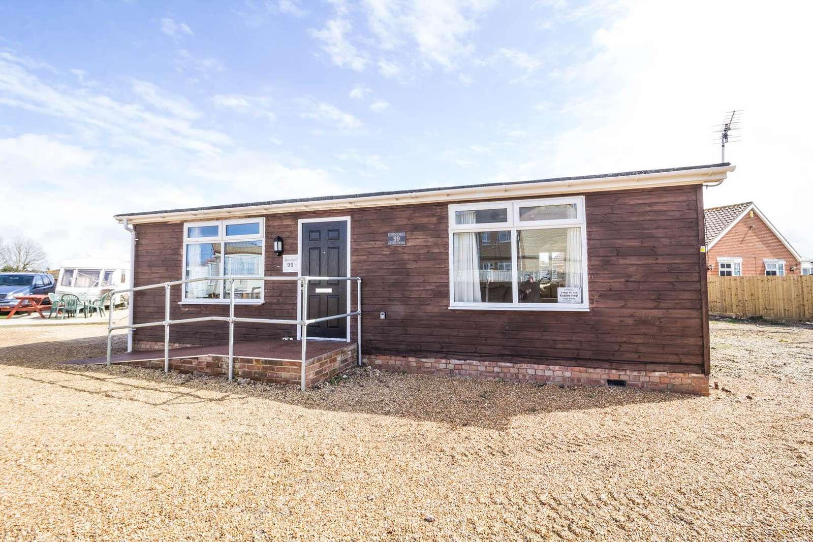13015RN – Robins Nest Lodge, 2 bed, 5 berth lodge. Diamond rated - property