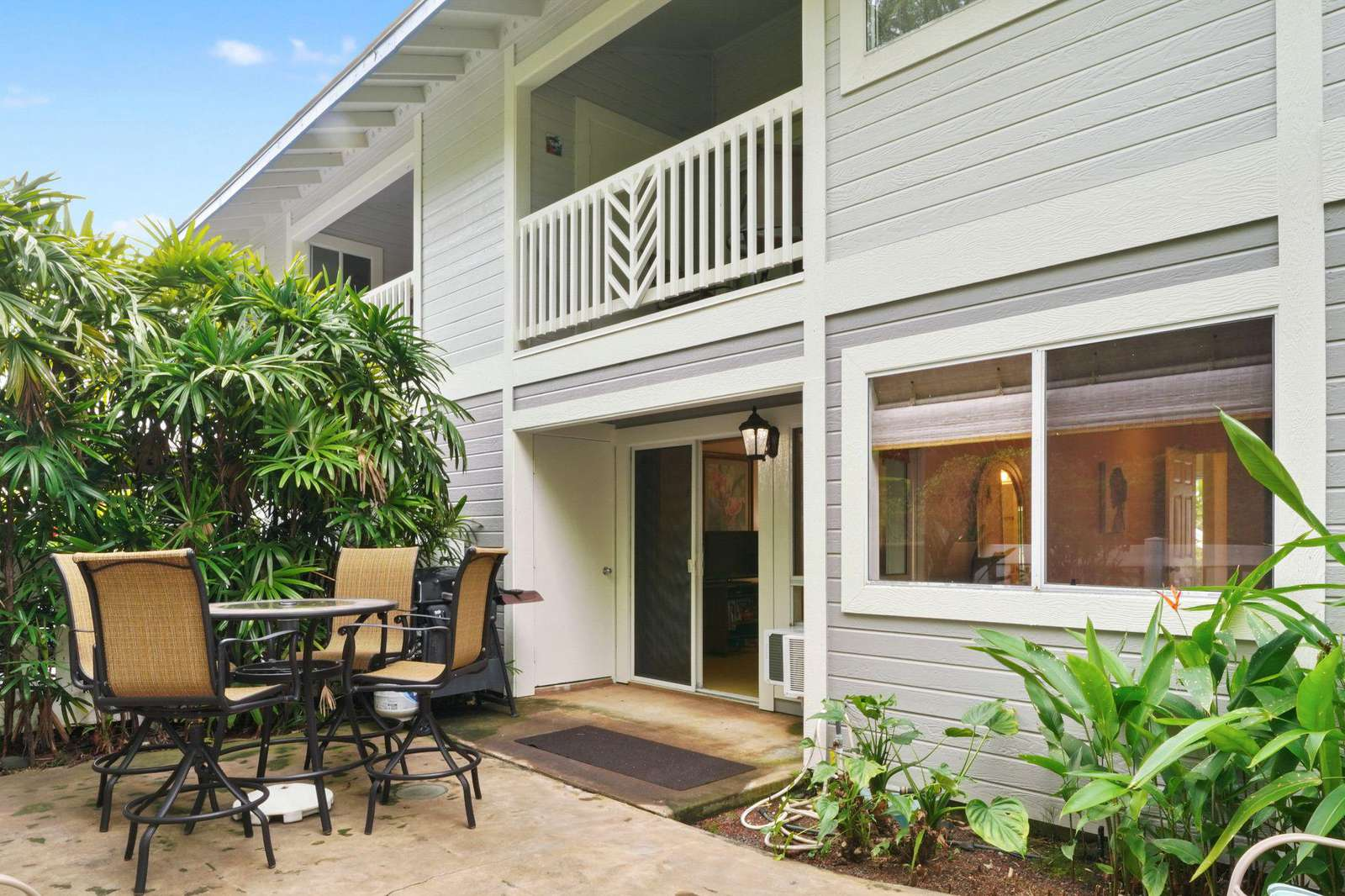 Large open lanai with BBQ