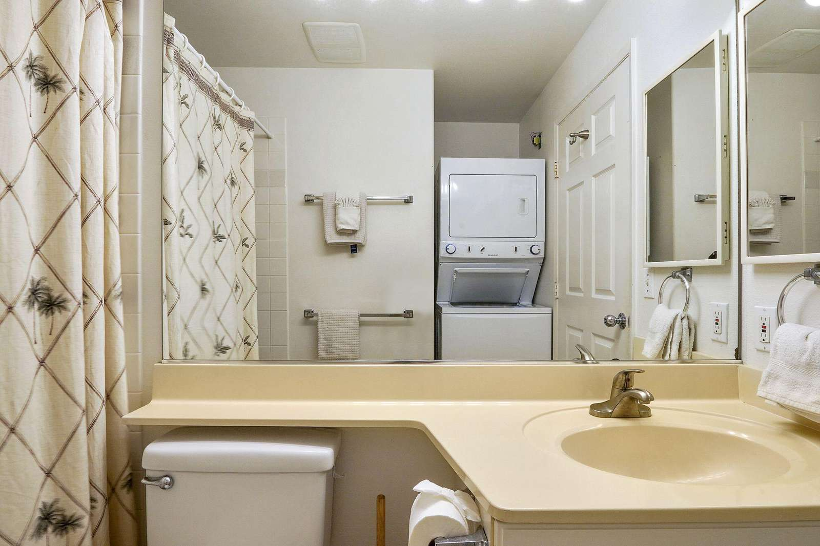 Washer/Dryer located in the guest bath.