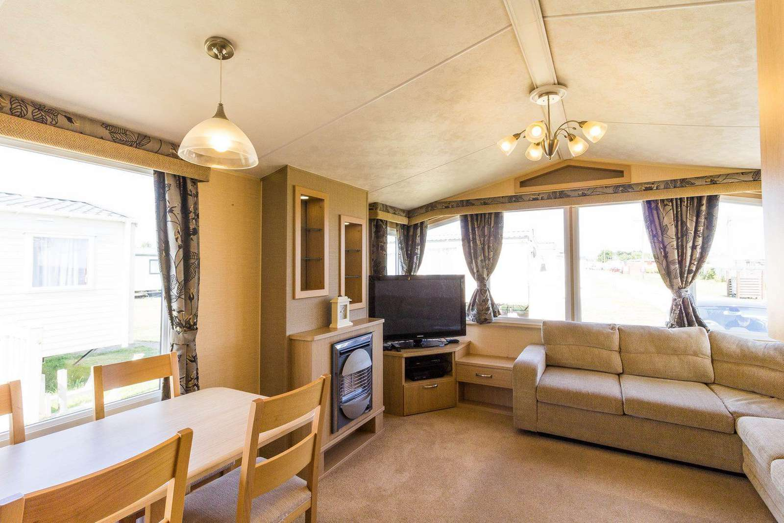 Come and stay in this private accommodation with us at 2cHolidays