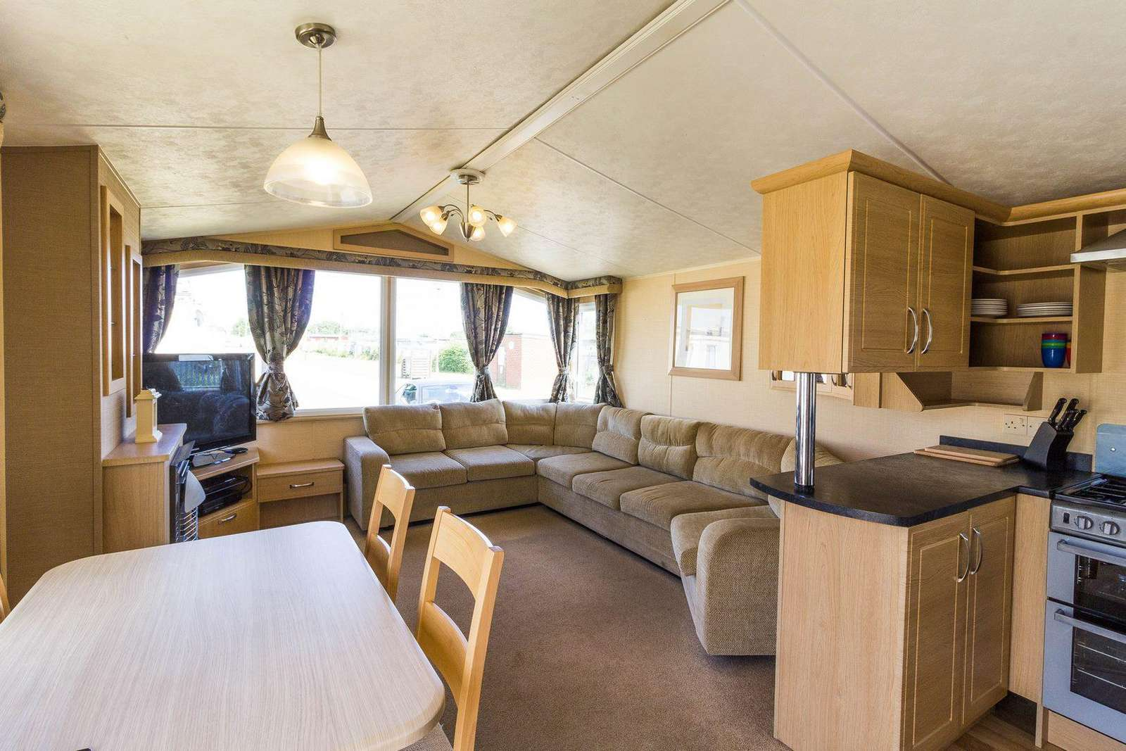 Perfect place to dine with your family or friends in this self-catering accommodation!