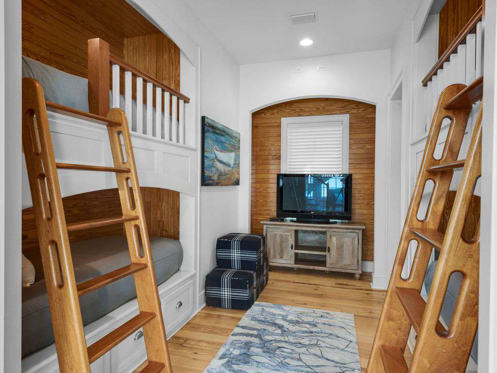 Bunk Area w/TV