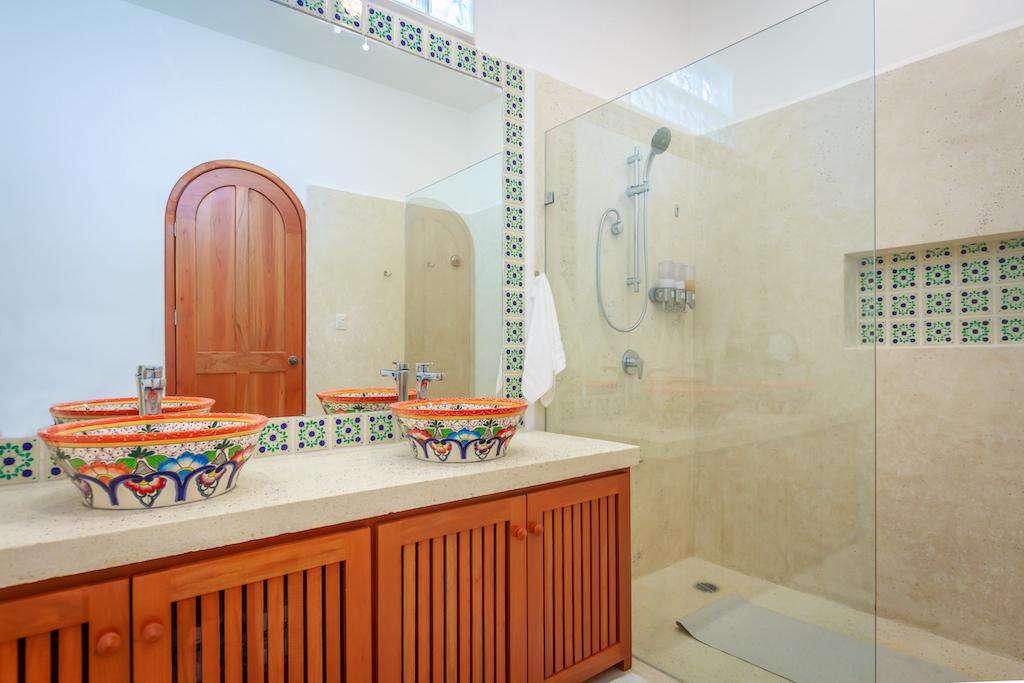 Ensuite bathroom with spacious walk in shower