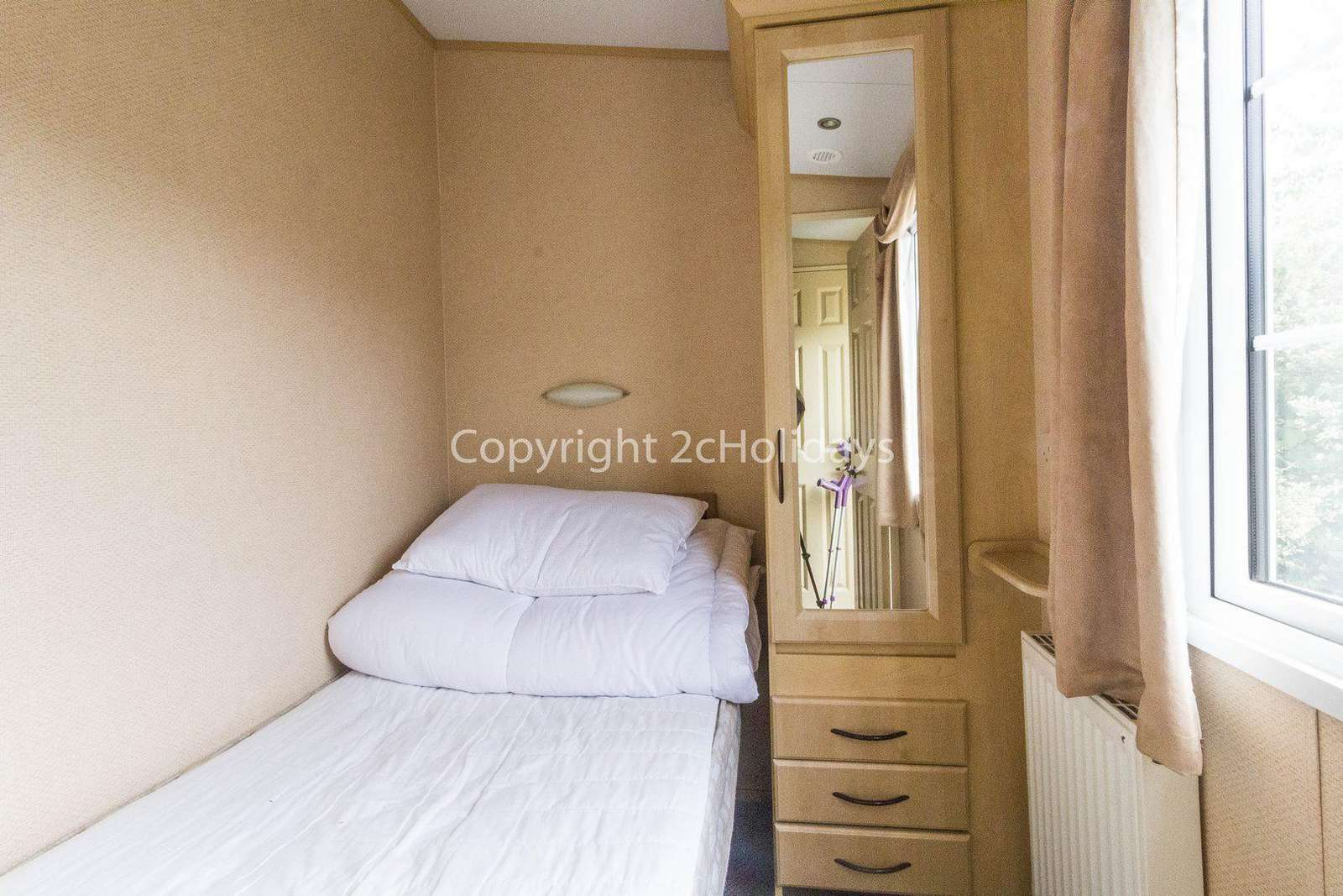 Single bedroom in the caravan with great space.