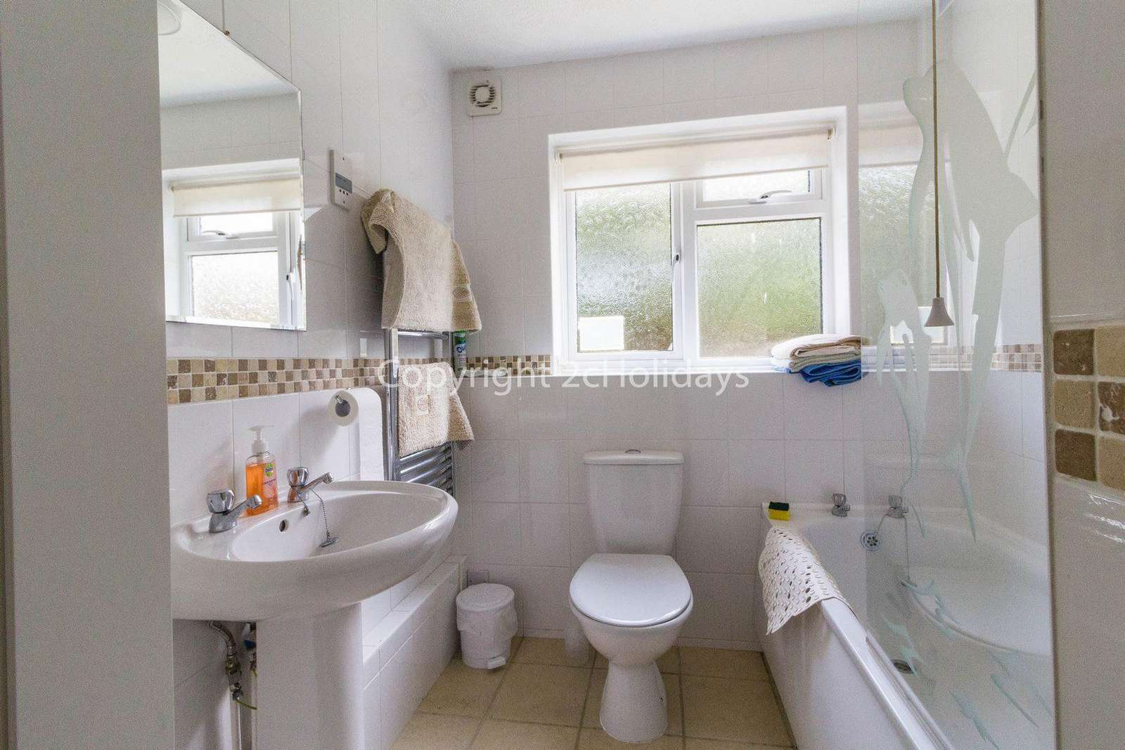 Spacious bathroom for hire in Hemsby