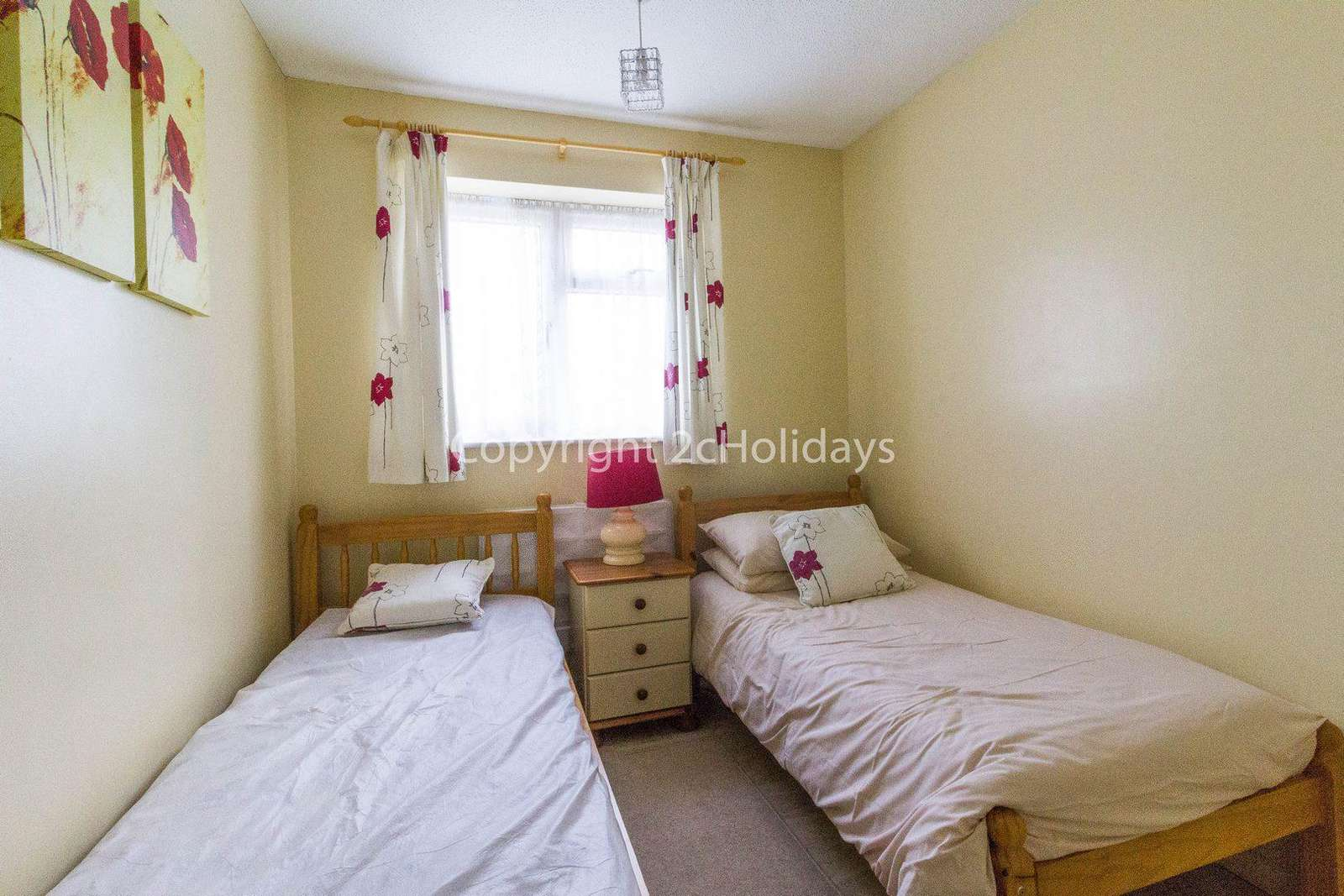 Twin room and storage in this luxury chalet to hire in Hemsby
