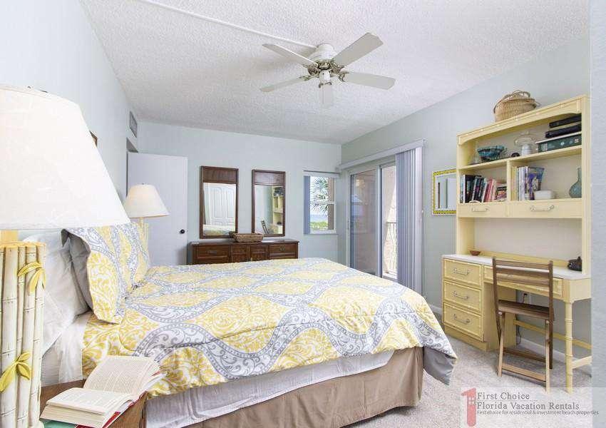 Creston House 11E Bed and Desk