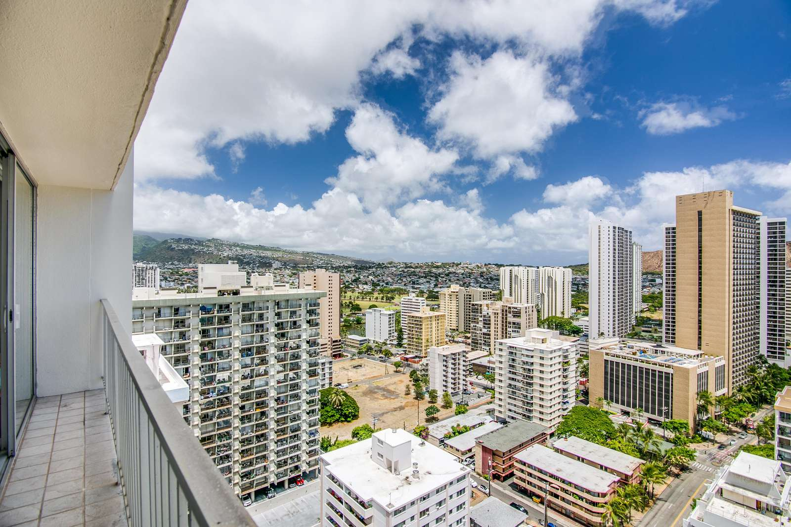 We are in the Heart of Waikiki - Everything is easy to walk to.