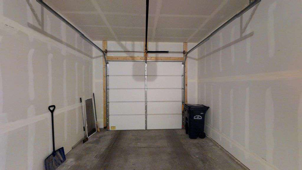 Single car garage.