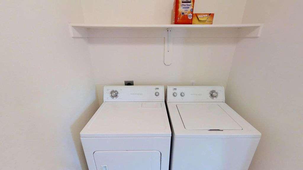 Walk-in laundry room