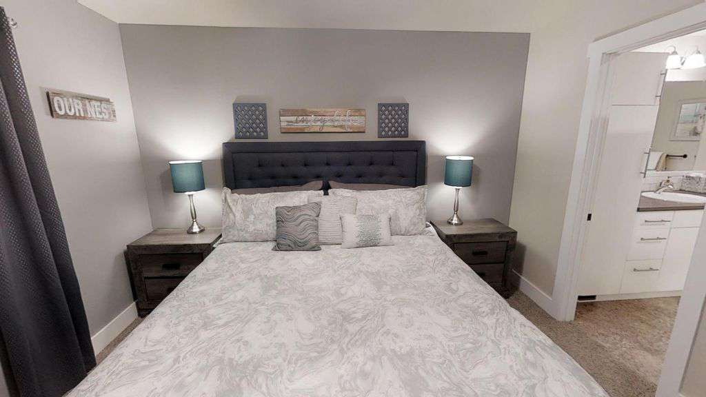Master suite with KING bed!
