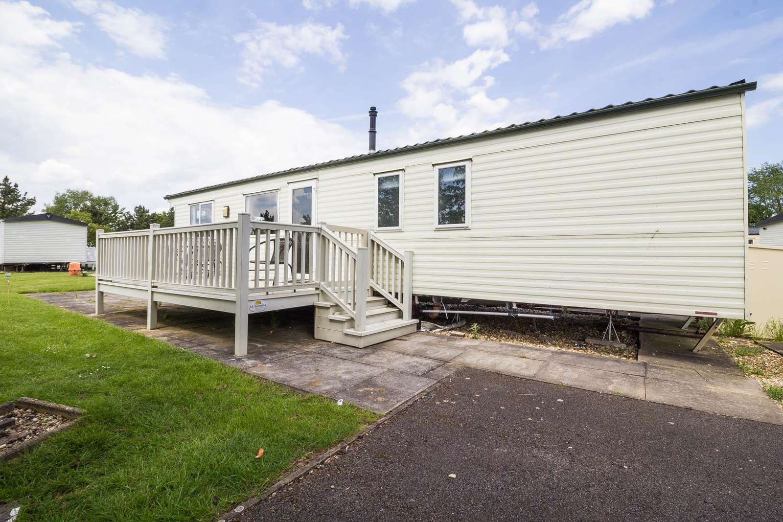 33086S – Sunrise area, 3 bed, 8 berth caravan with D/G, C/H and decking. Emerald rated. - property