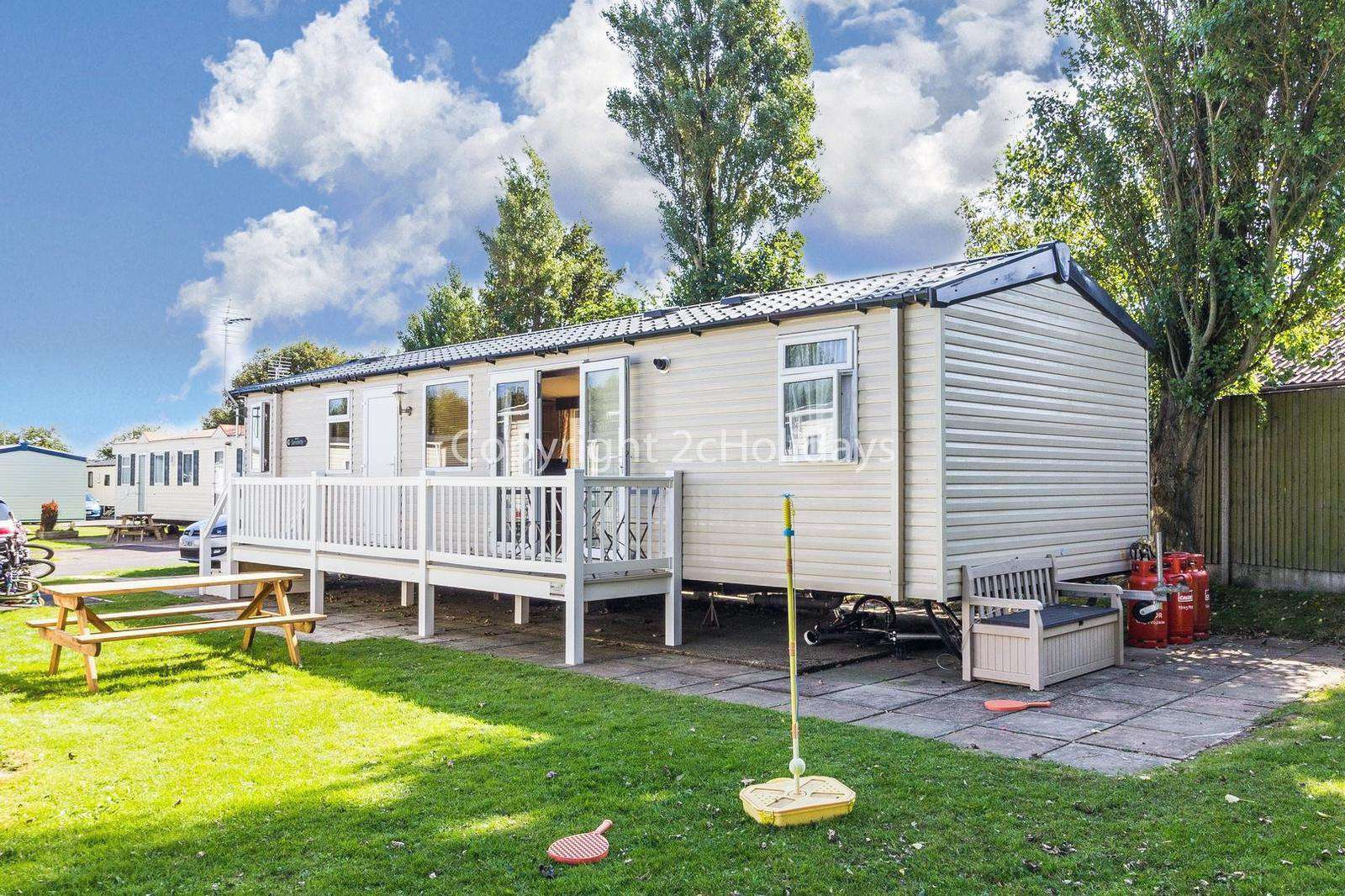 3 bed accommodation with decking