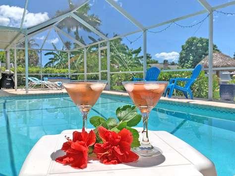 Villa Beach - Pool - Tiki Parasoll - Båtplats - Yacht Club - Västerläge