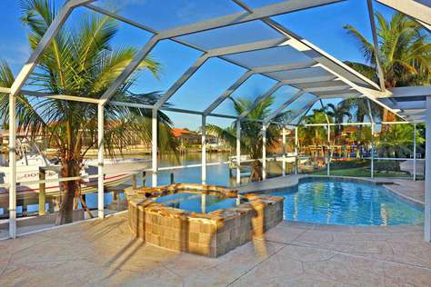 Villa Hatchee - Pool / Hot Tub - Intersecting Canals - Cape Coral Yacht Club