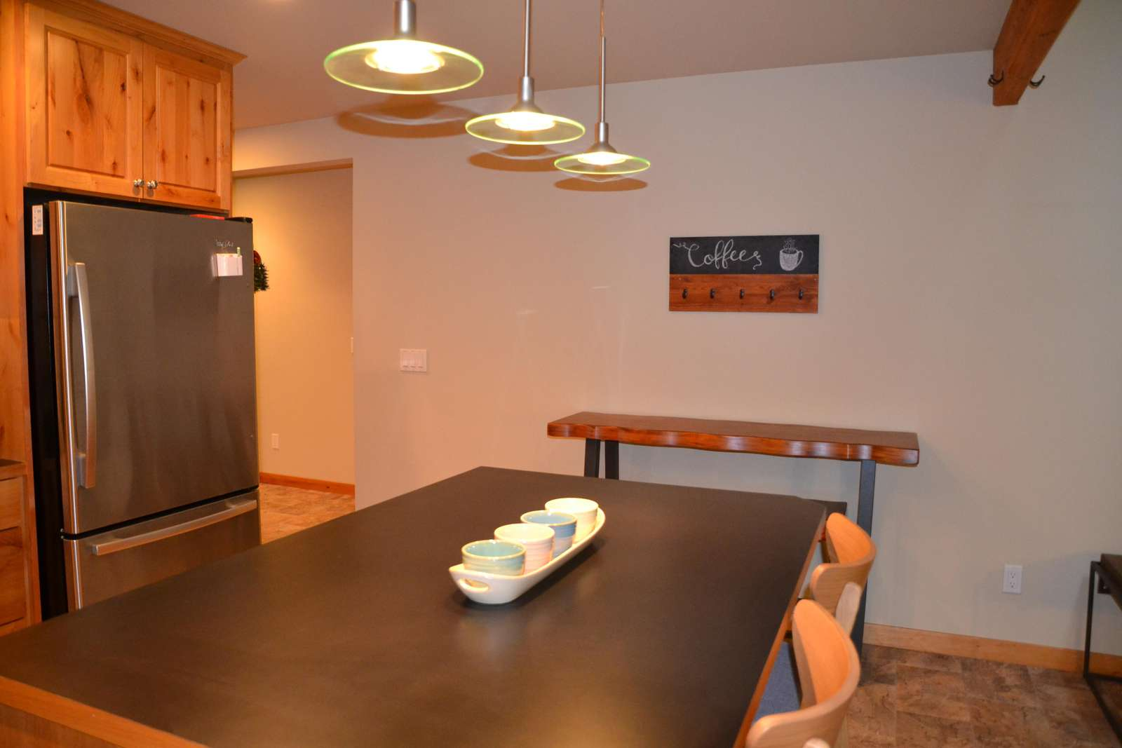 Kitchen Island Counter & Seating