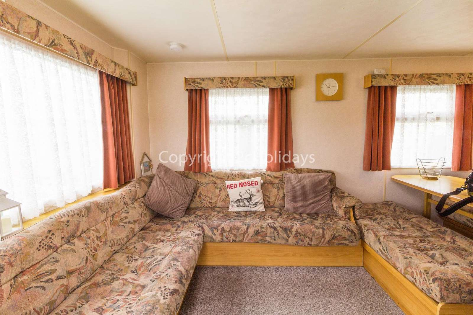 Open plan living/dining area, great for families