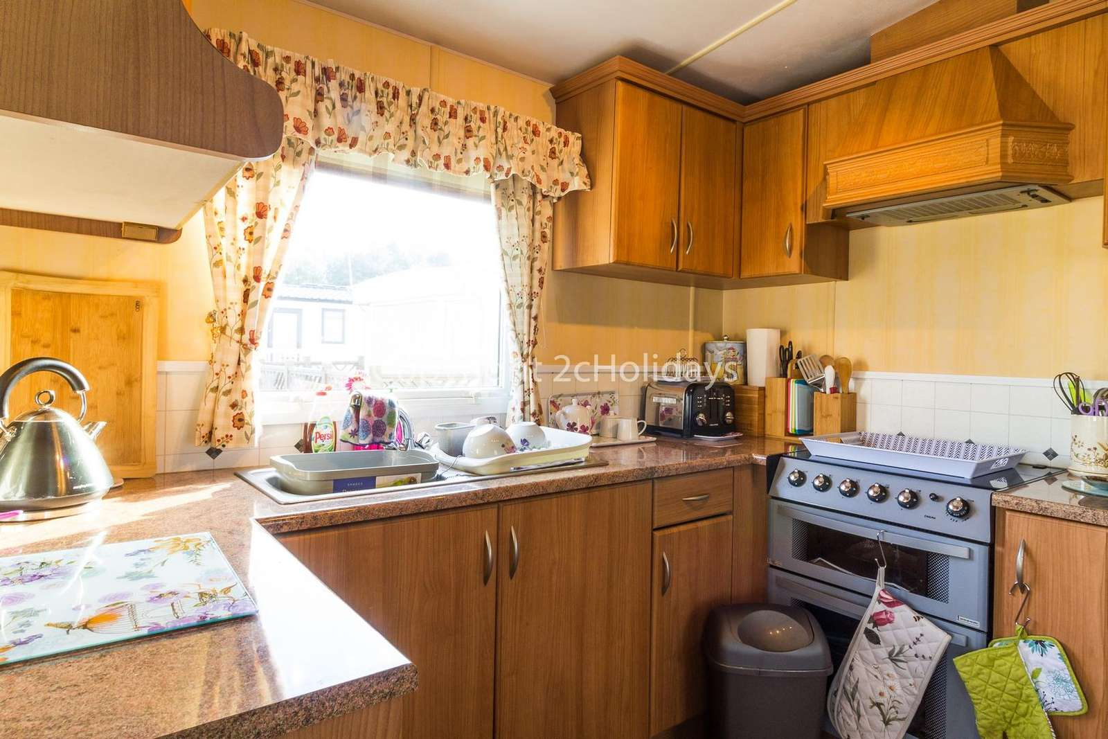 Caravan to hire near Pleasurewood Hills Book your holiday at Broadland Sands.