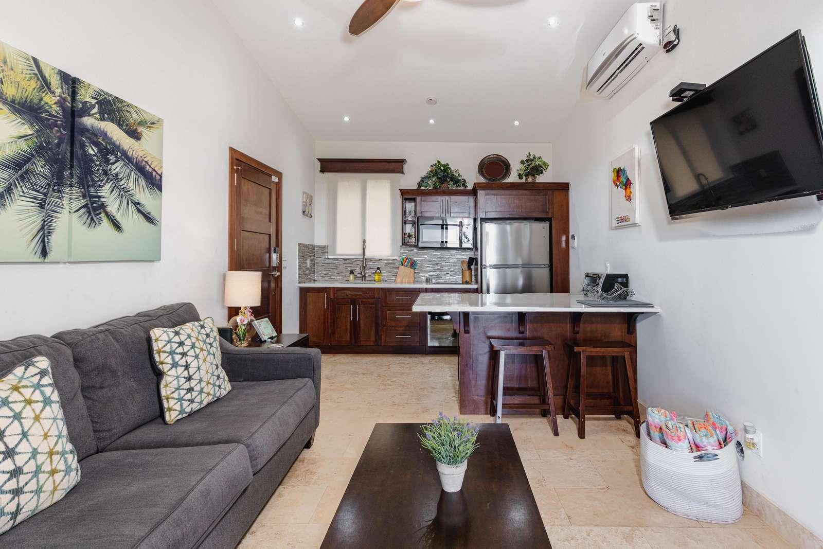 Spacious living area, kitchen, breakfast bar, Smart TV
