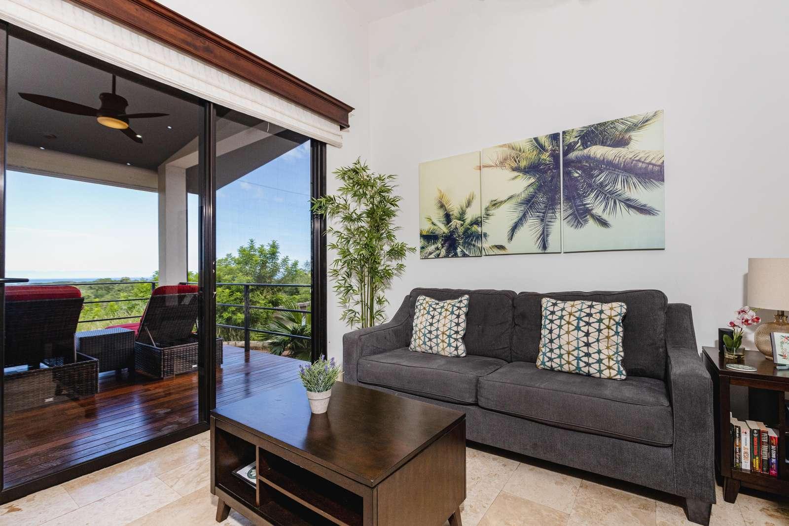 Spacious living area, Smart TV