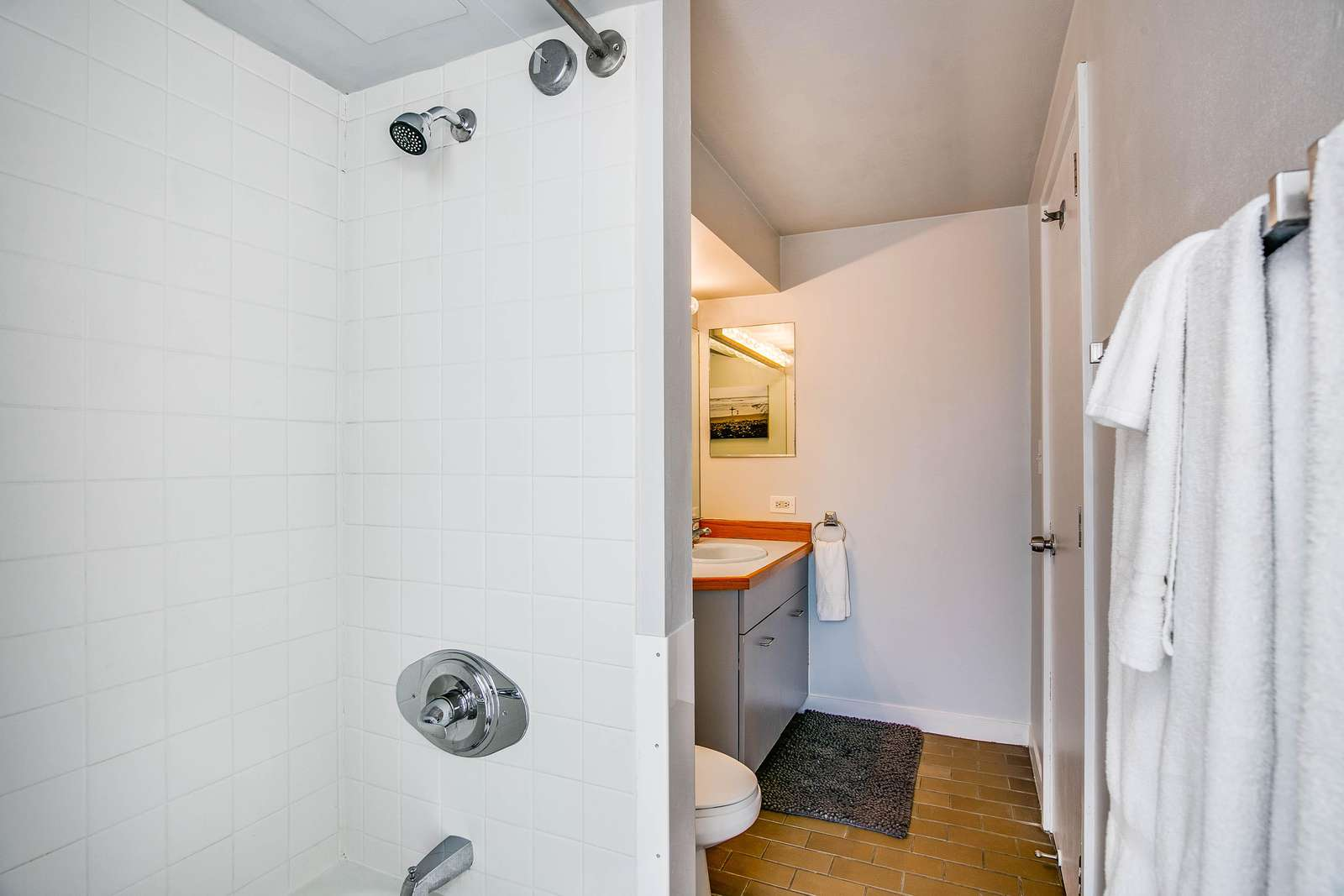 Shower/Tub combo to suit every guests preference