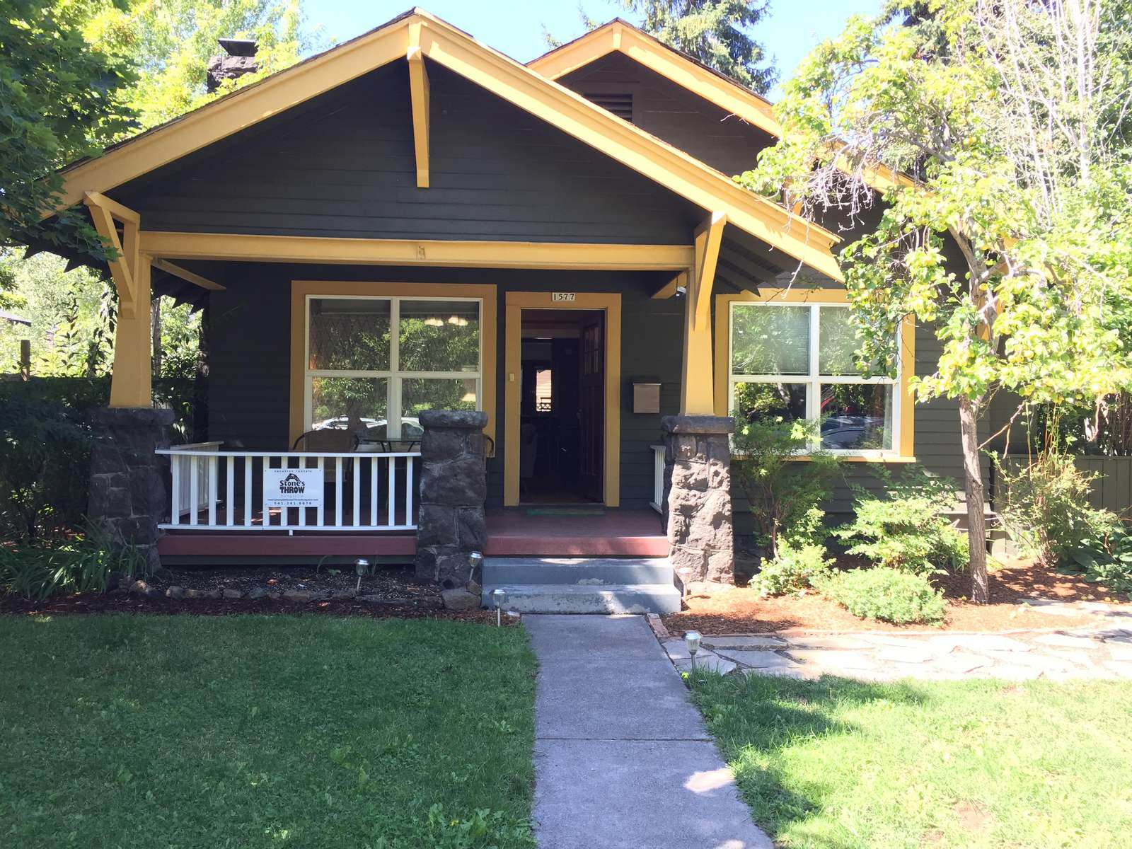 Welcome to the Elderberry Cottage with hot tub, fireplace and 1 blk to downtown! - property