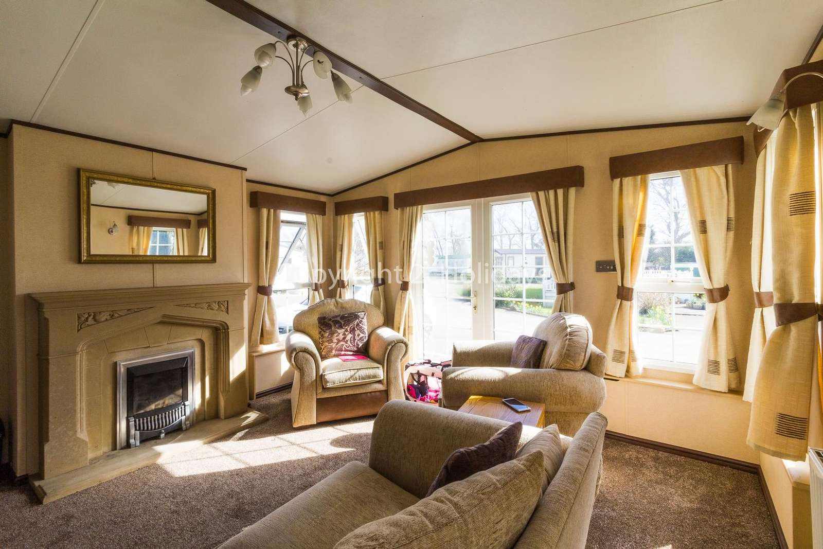 Relax in this cosy lounge with family or friends!