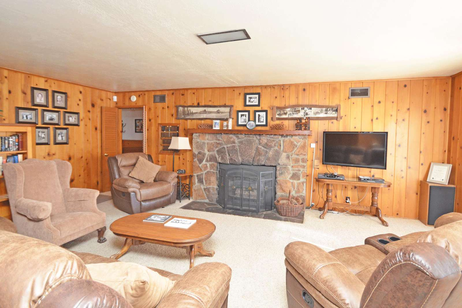 Large Living Room with Gas Log Fireplace