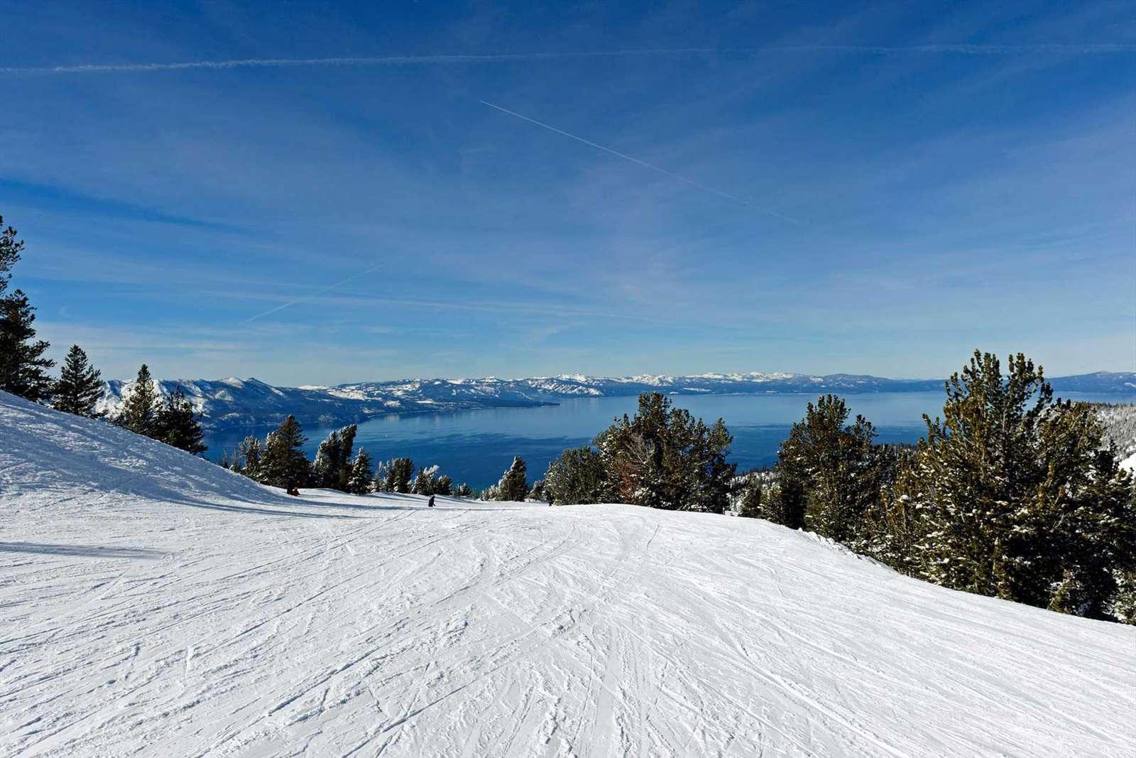 Skiing a Lake Tahoe