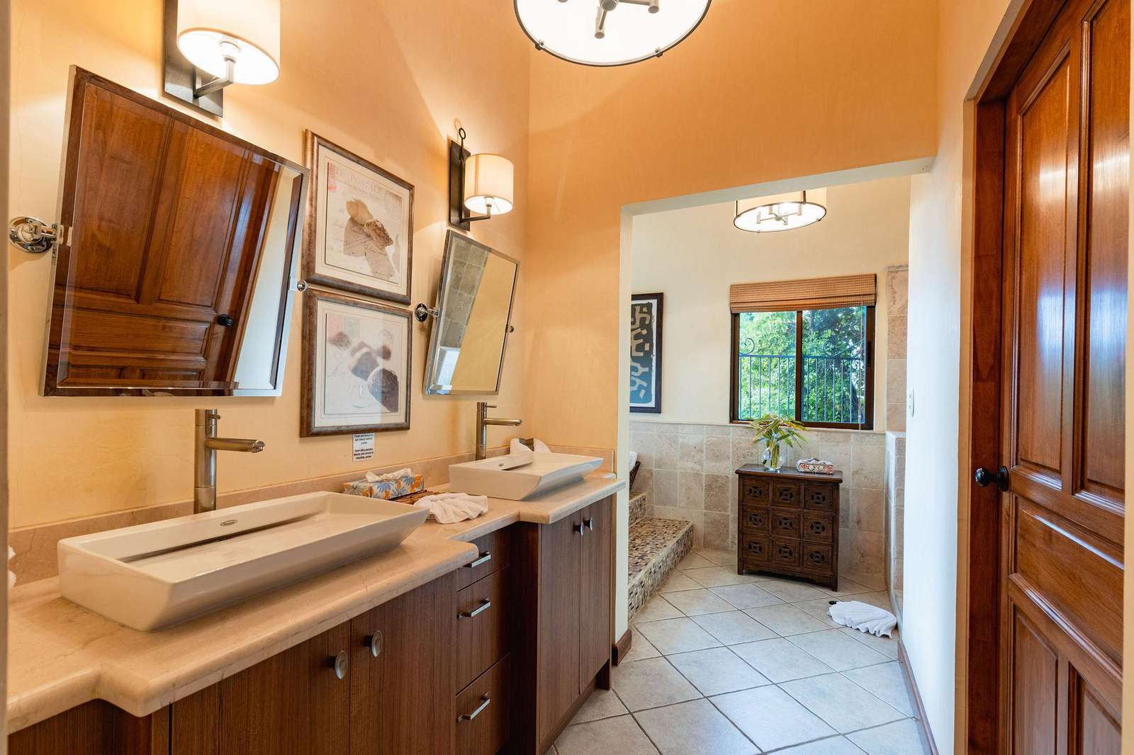 Master bathroom, dual vanity, garden tub, walk in shower