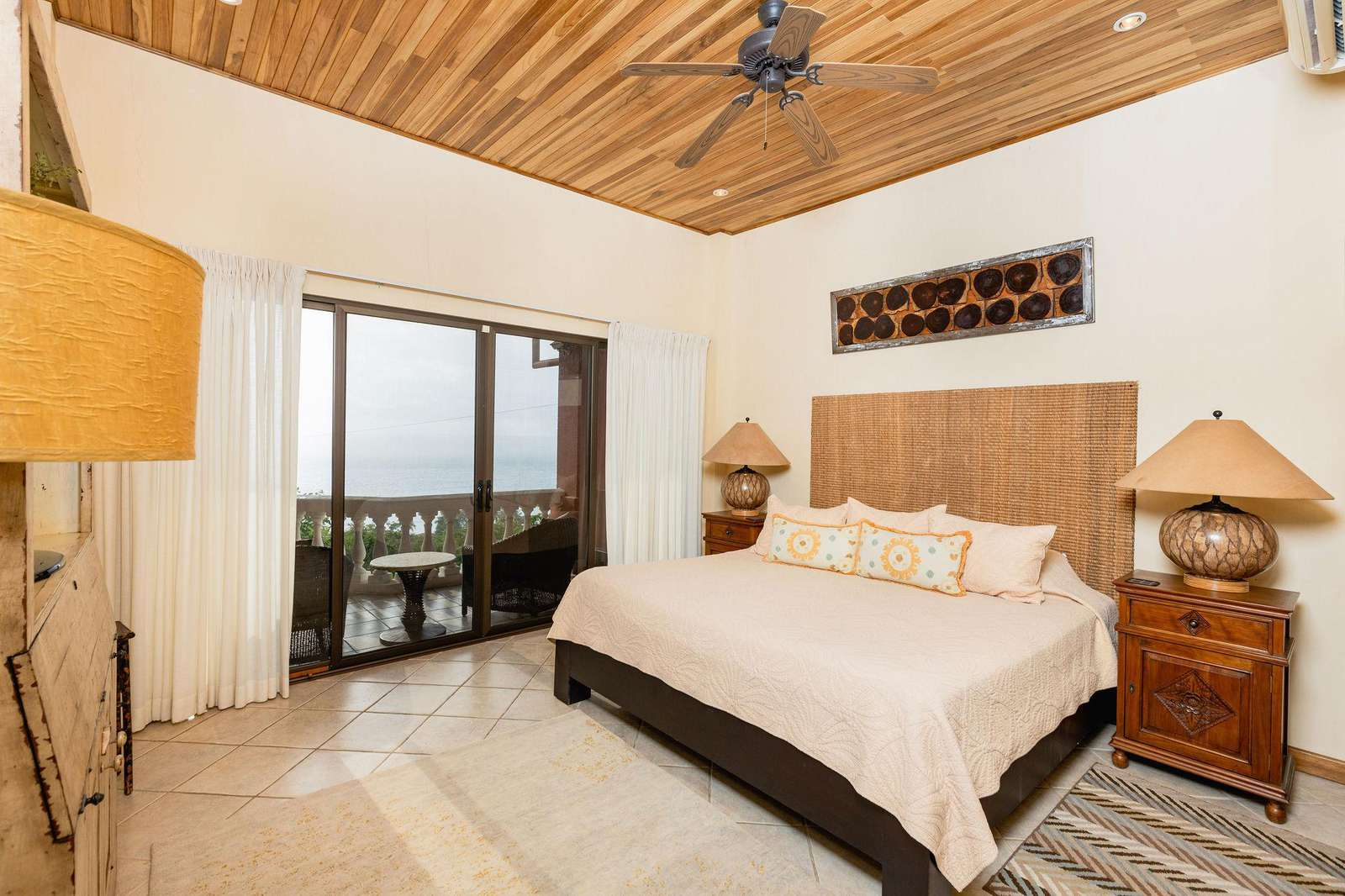 Master bedroom, King bed, Ocean Views, Private bathroom