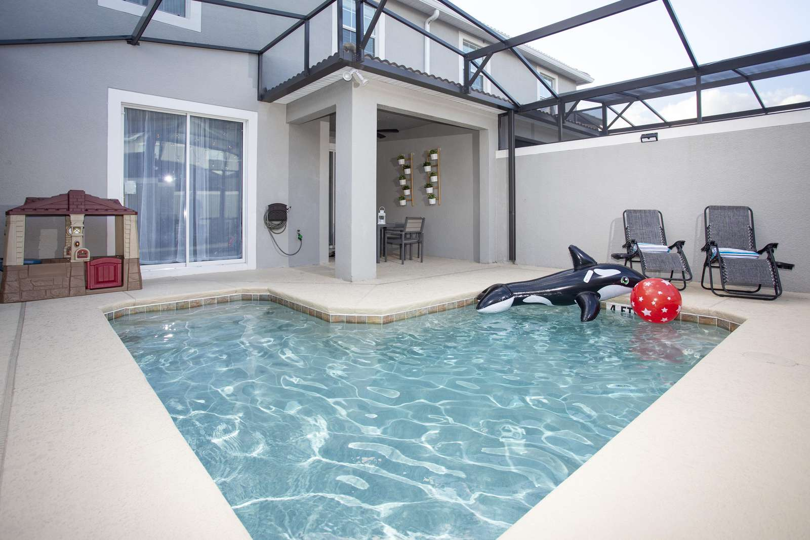 Private pool in screened patio (Kids Play House) - property
