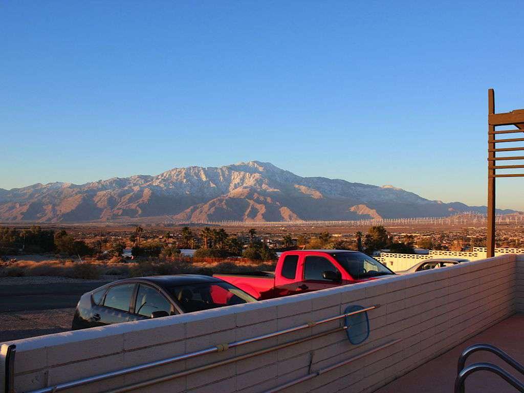 Mountain/valley view, daytime