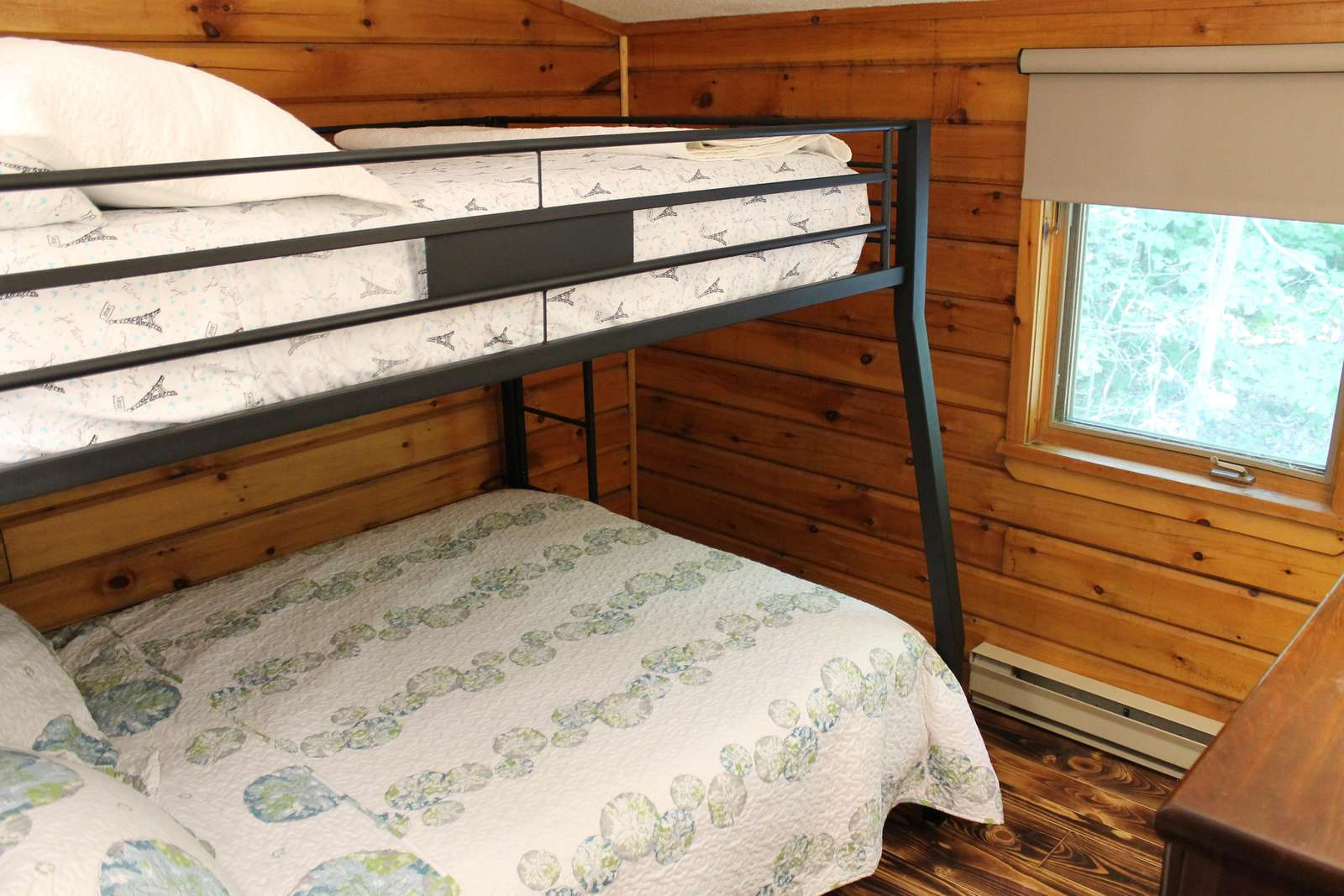 Upper level spare room - Queen and Full beds