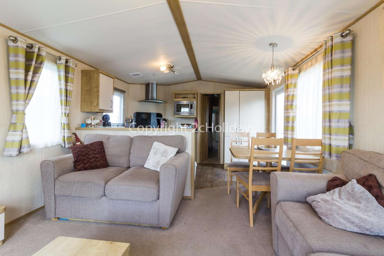 Open plan lounge, kitchen and dining area, ideal for families