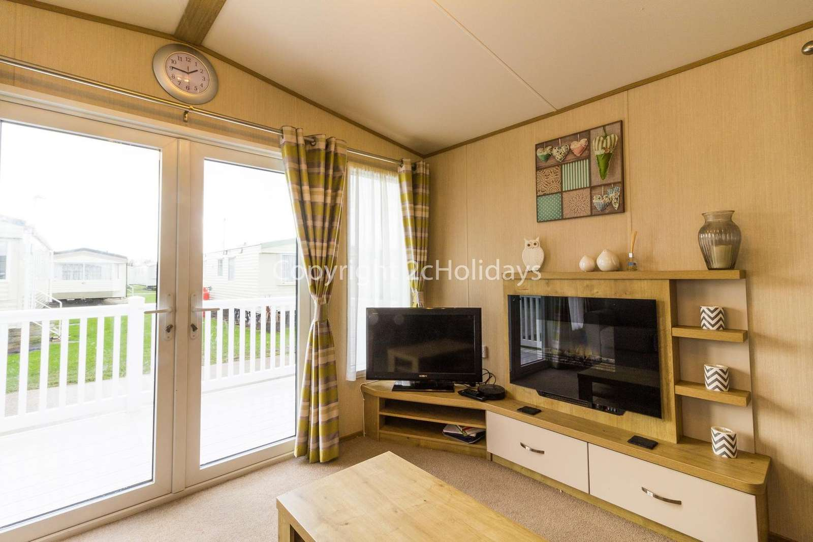 You can relax with your family or friends in this living ares with a TV and electric fire