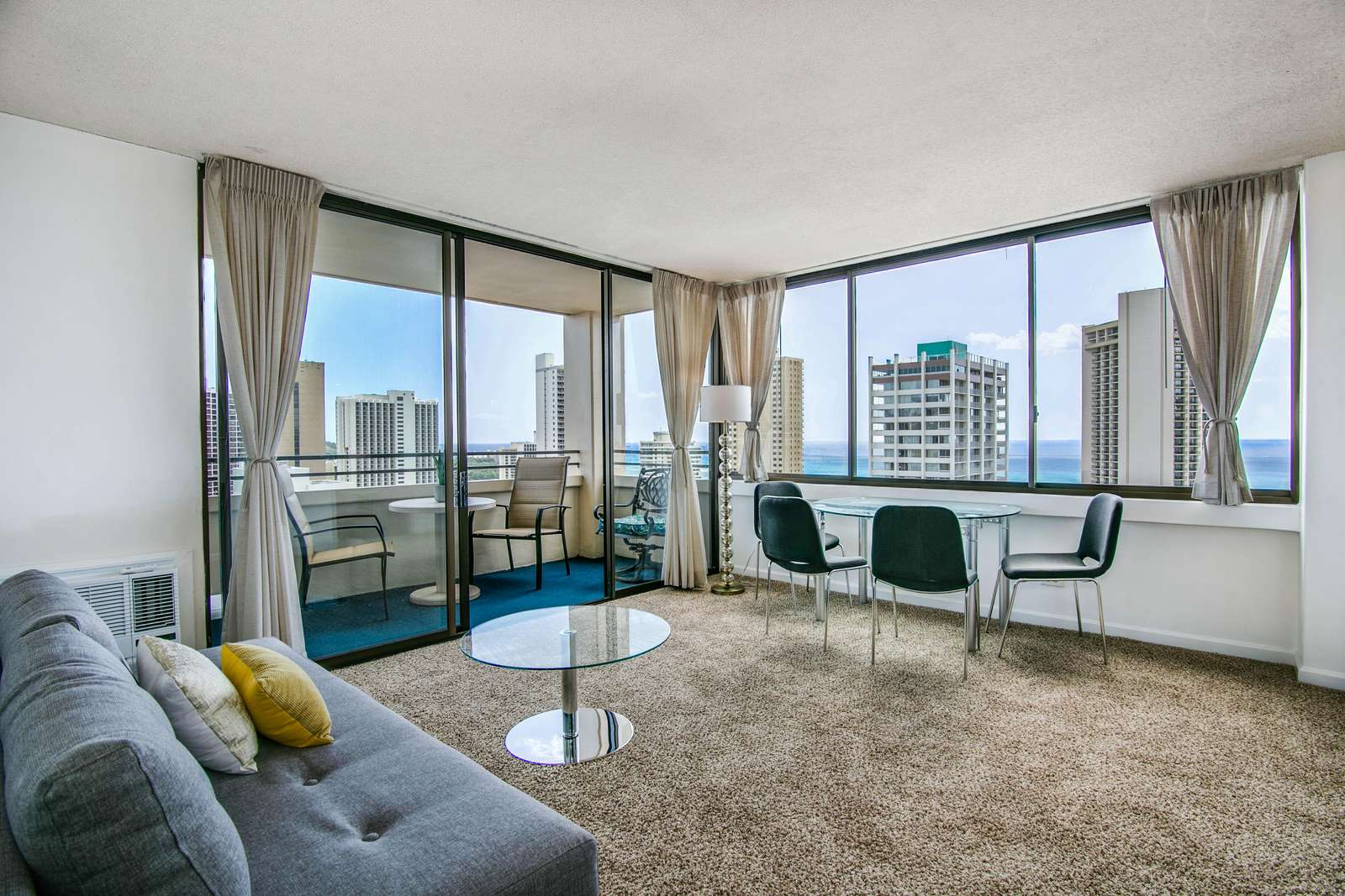 Large Living Area w/ Stunning Views