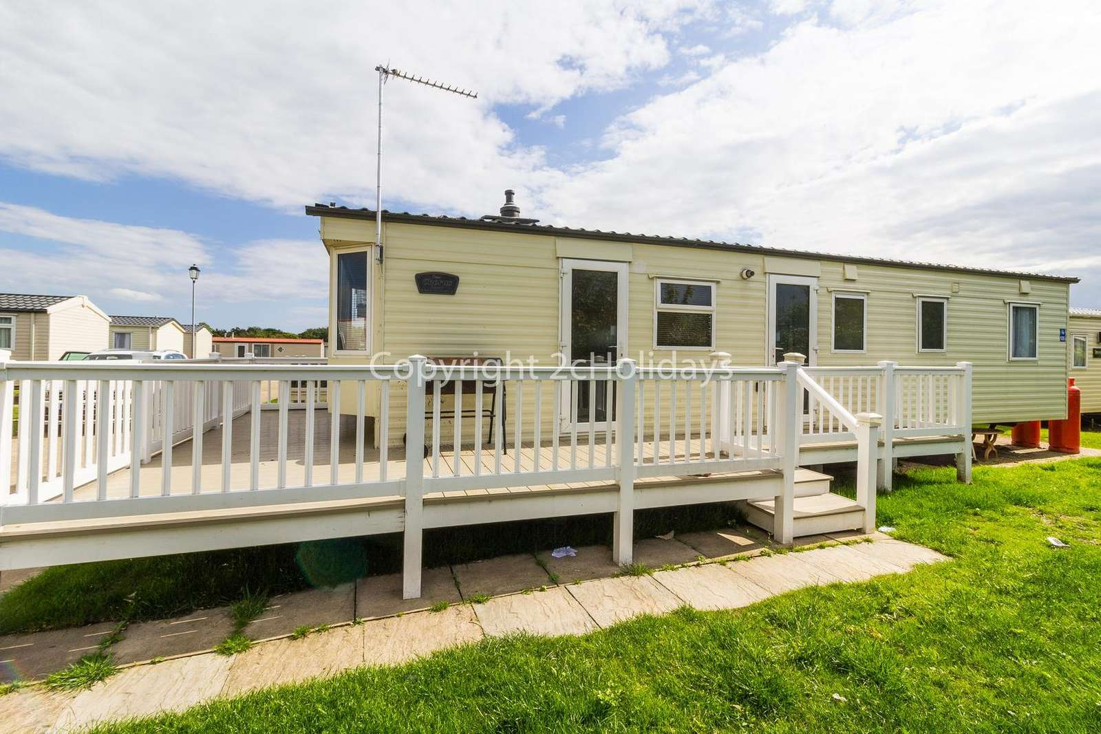Only a short drive to the lovely seaside town Great Yarmouth1 - property
