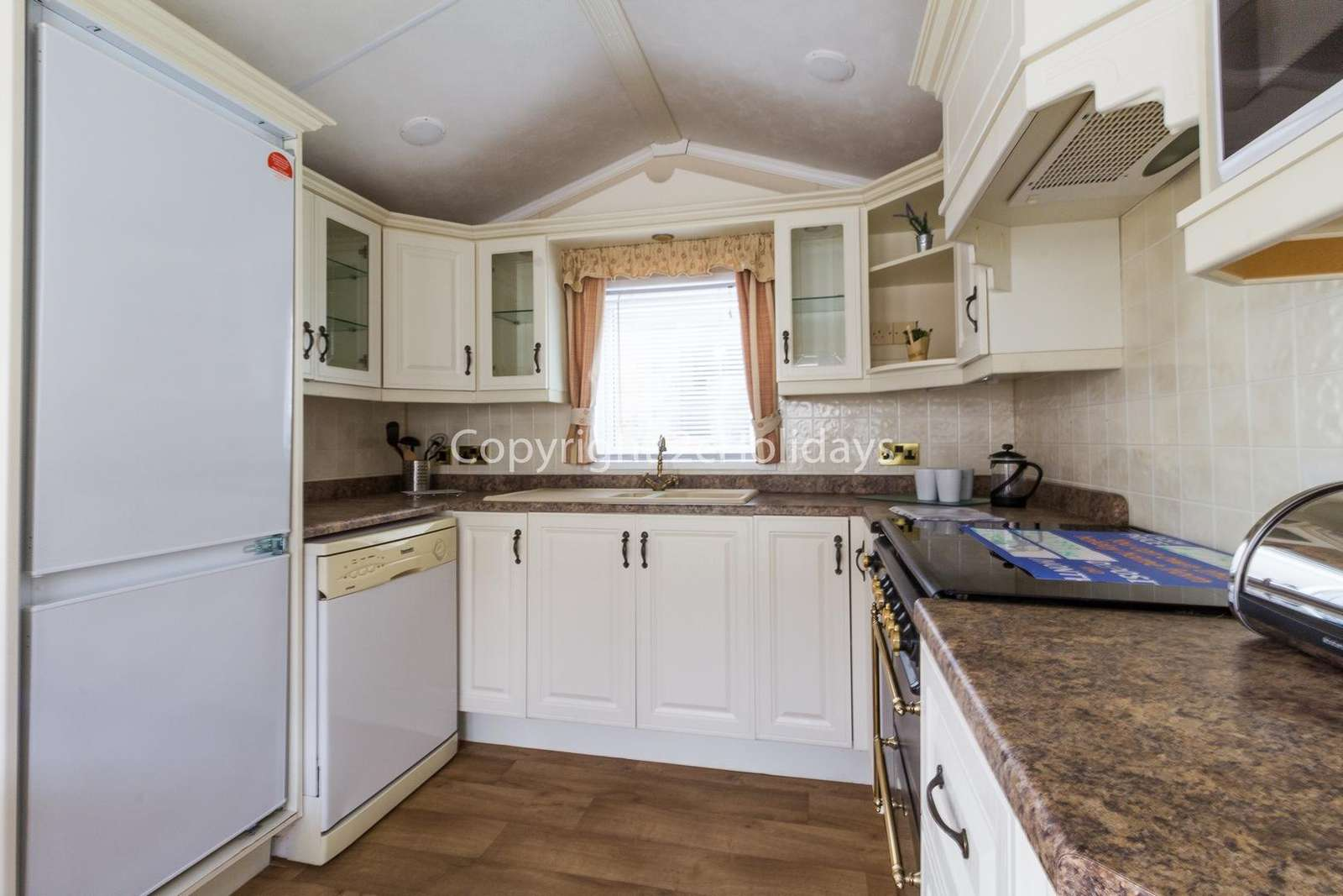 Spacious and fully equipped kitchen, perfect for self-catering breaks!