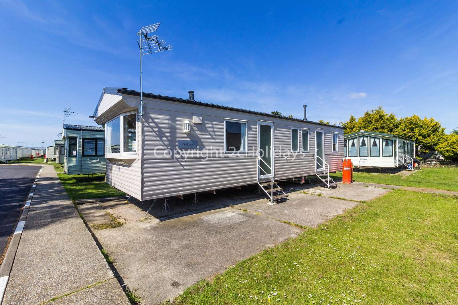 Spoilt for choice, you have access to 3 holiday park amenities!