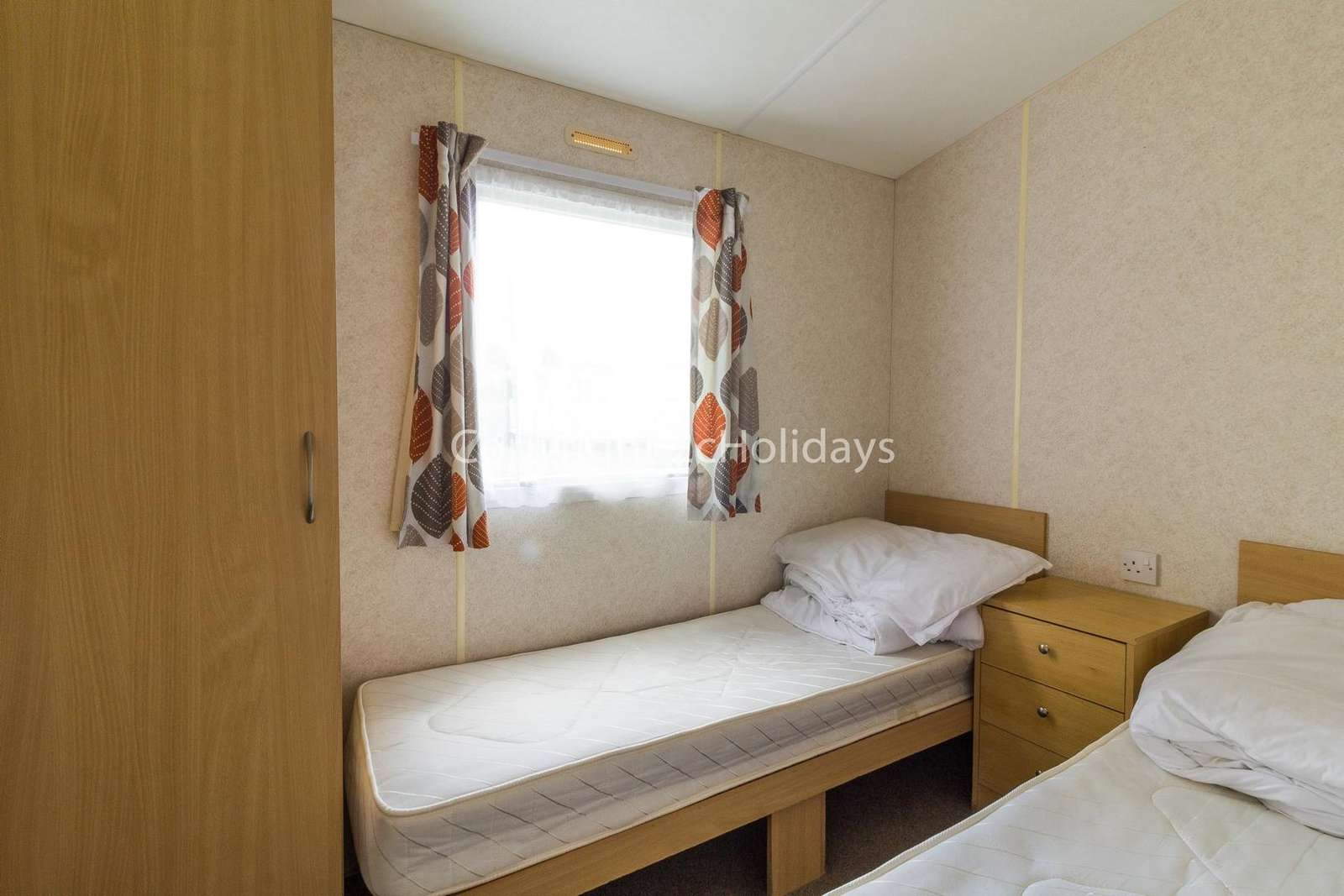 Cosy twin bedroom with a panel heater!