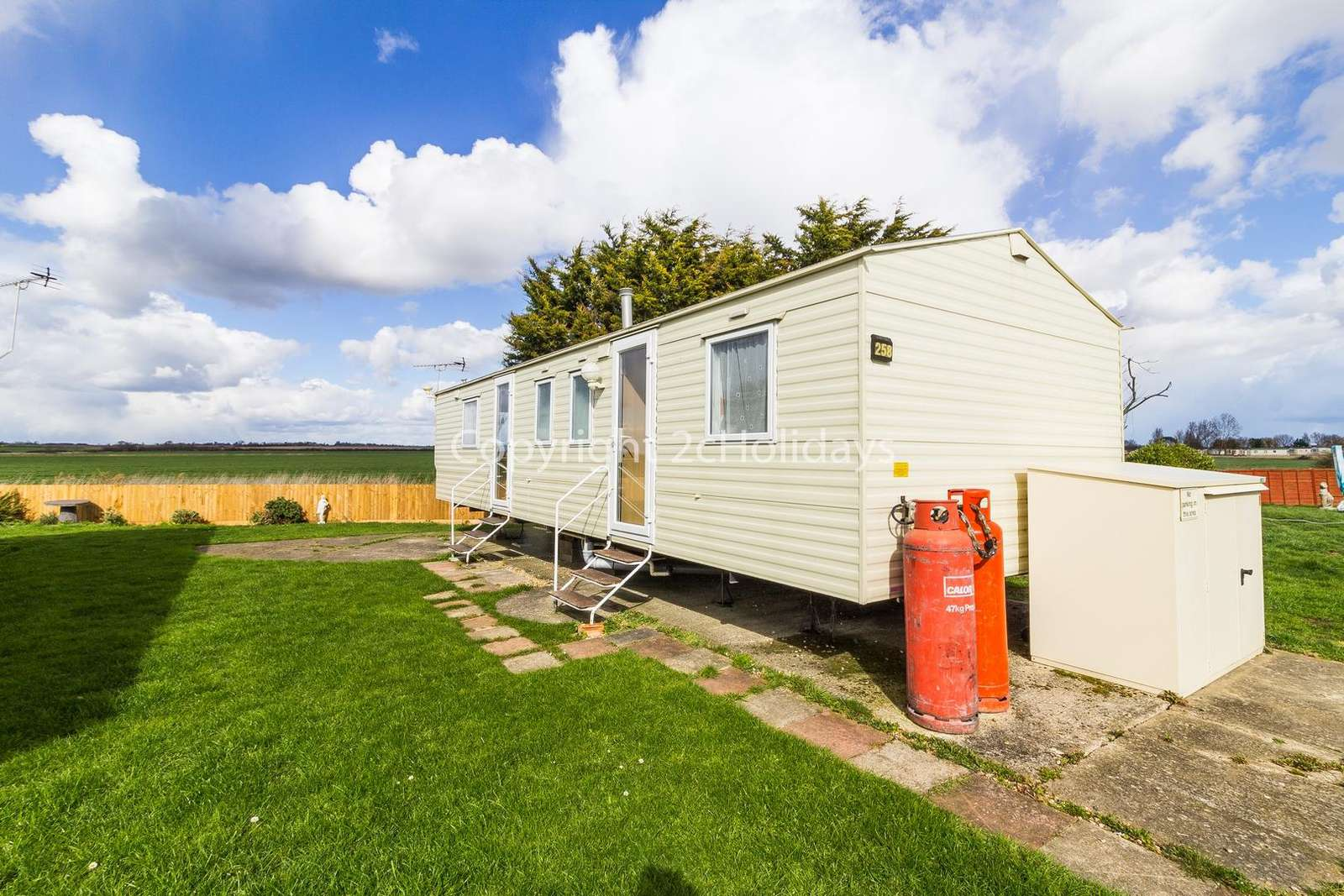 Great mobile home in a brilliant location with stunning field views