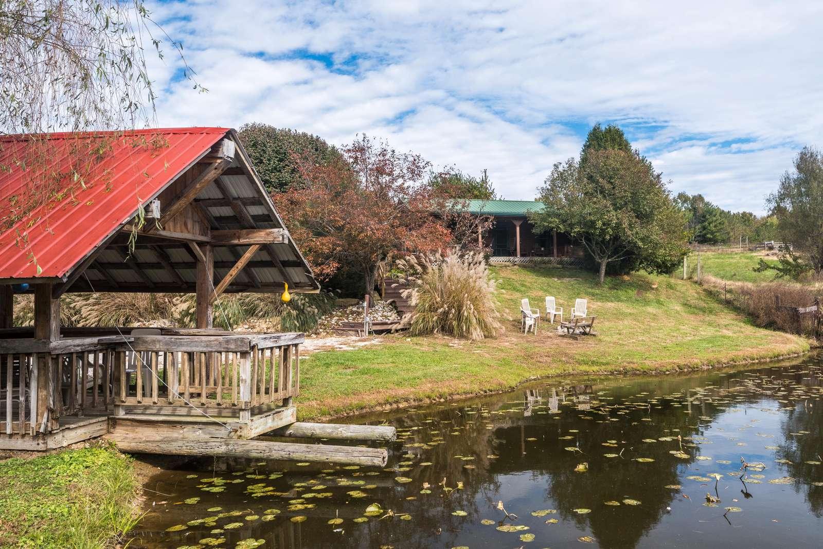 Big Buck Log Vacation Cabin - property