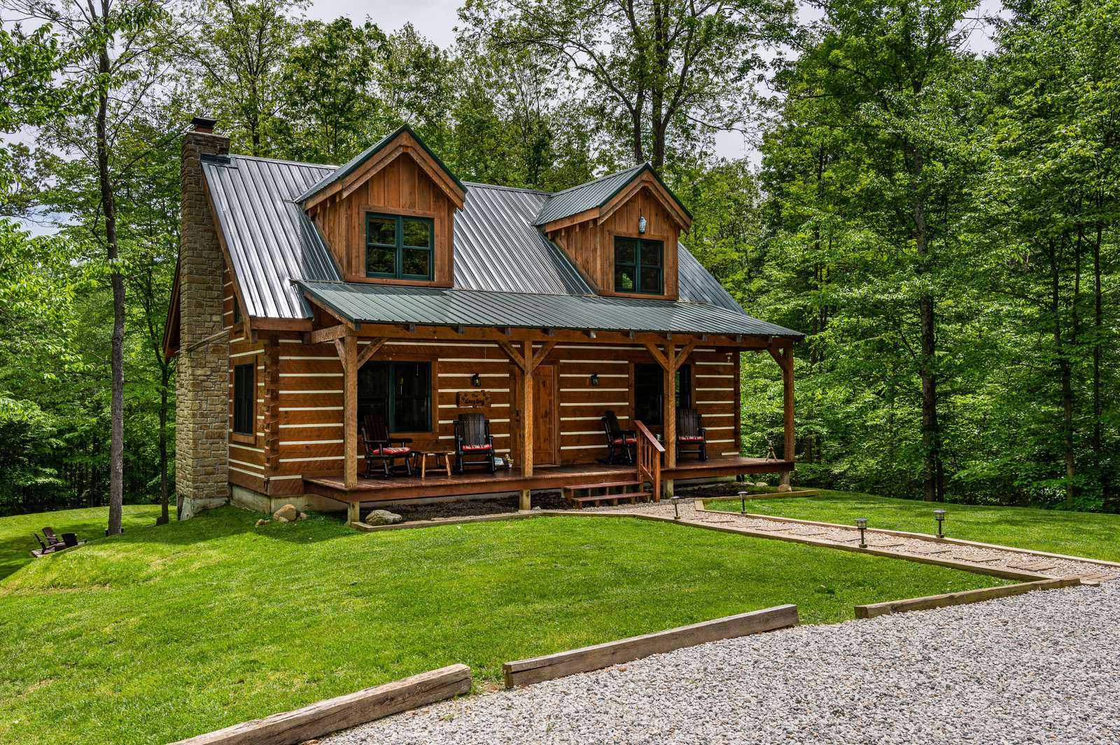 Cozy Dog Vacation Log Cabin - property