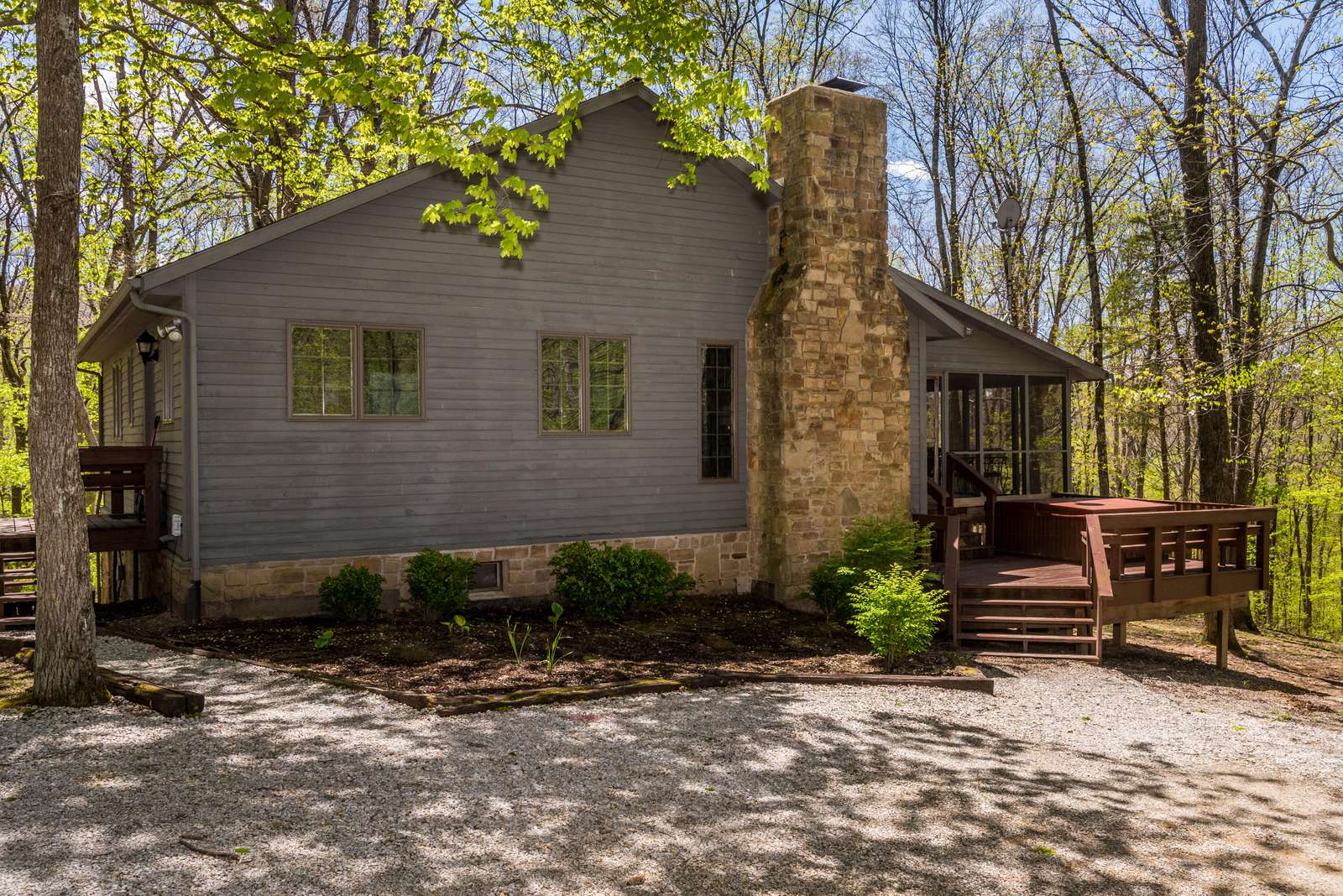 Elm Lodge Vacation Cabin - property