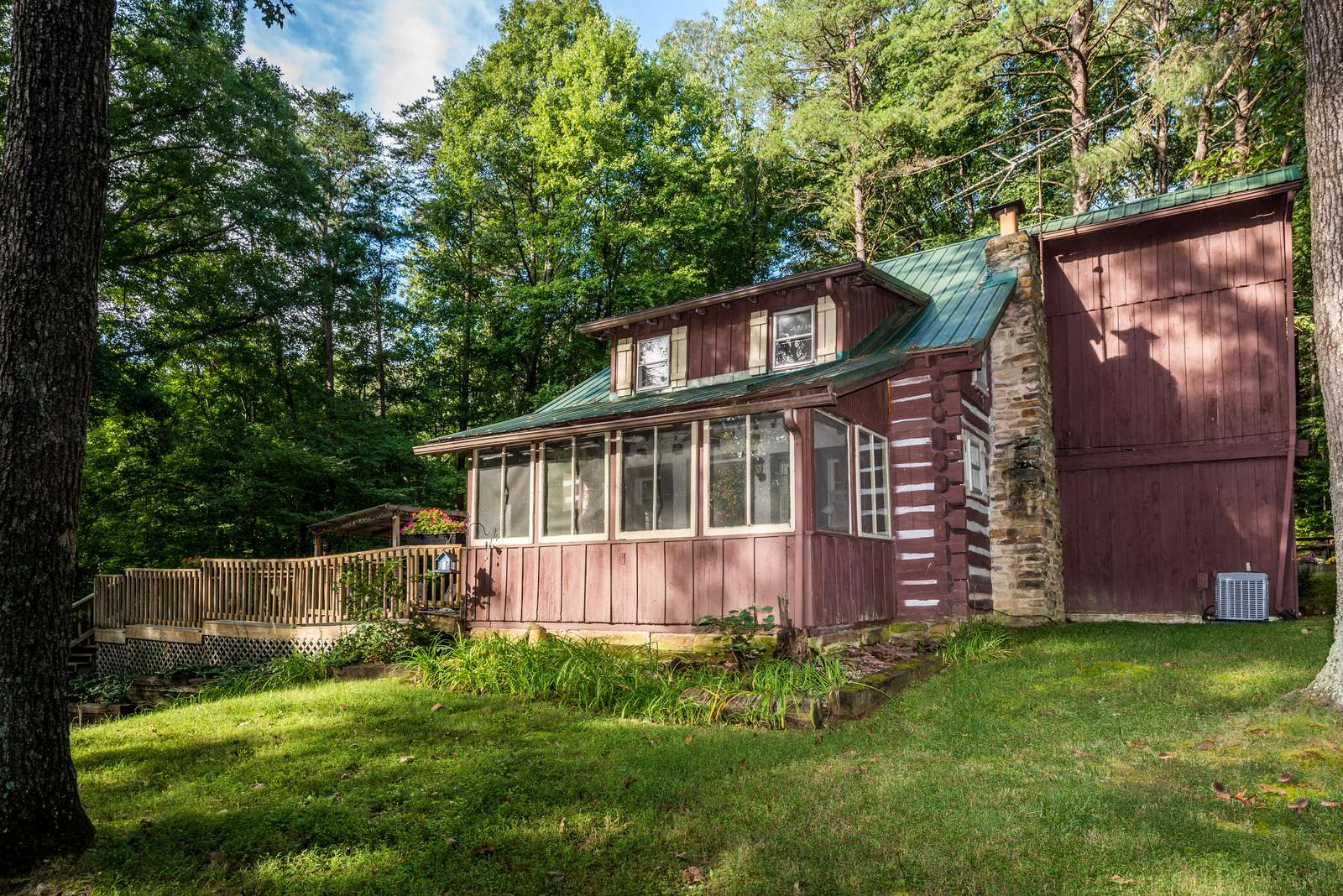 Atop Pine Hill Log Cabin - property